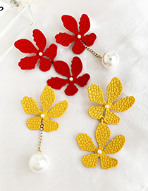 Fashion Yellow Alloy Pearl Flower Asymmetric Earrings