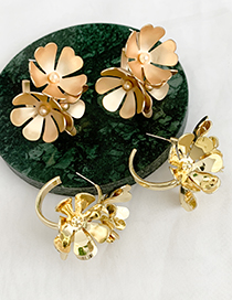 Fashion Bright Gold Alloy Geometric Flower Stud Earrings