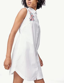 Fashion White Embroidery Flower Decorated Pure Color Sleeveless Dress