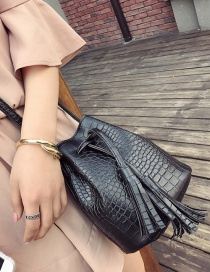 Vintage Blck Tassel Decorated Pure Color Shoulder Bag