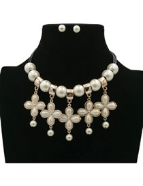 Elegant White Flower Shape Decorated Jewelry Sets