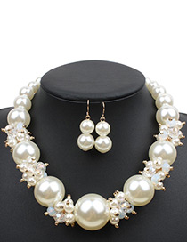 Exaggerate White Big Round Shape Decorated Necklace