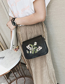 Elegant Black Embroidery Flower Shape Decorated Shoulder Bag