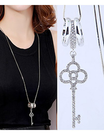 Elegant White Key Shape Decorated Necklace