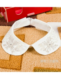 Exaggerated White Color-matching Decorated Fake Collar