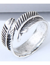 Vintage Antique Silver Leaf Shape Decorated Ring