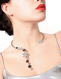 Fashion Silver Color Flower Shape Decorated Necklace