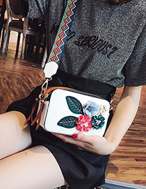 Fashion White Flower Shape Decorated Shoulder Bag