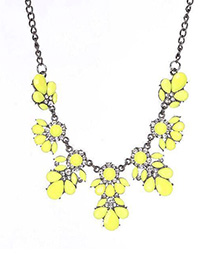 Fashion Yellow Metal Flash Diamond Flower Necklace
