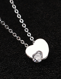 Fashion Platinum Heart-moving Zircon Necklace