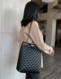 Fashion Black Lock Chain Rhombic Single Back Messenger Bag