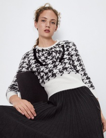 Fashion Black And White Houndstooth Beaded Sweater