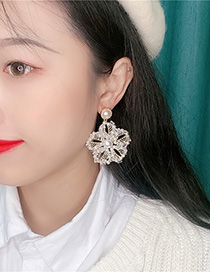 Fashion White Pearl Crystal Flower Earrings