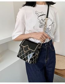 Fashion Black Patent Leather Chain And Chain Rhombus Shoulder Bag