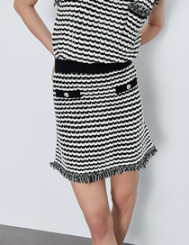 Fashion Black And White Bars Knitted Raw Striped Buckled Skirt