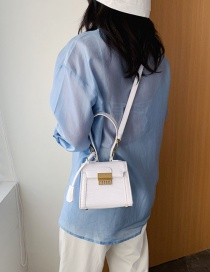 Fashion White The Stone Is Hollowed Out With A Single Shoulder Shoulder Bag
