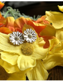 Fashion White Small Daisy Drop Alloy Earrings