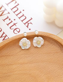 Fashion White Shell Flowers A Pair Of Pearl Earrings
