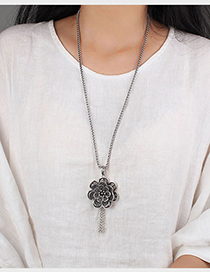 Fashion Lotus Tassel Lotus Rotatable Long Sweater Chain