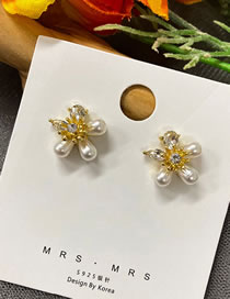Fashion Gold Color Pearl And Diamond Flower Alloy Earrings