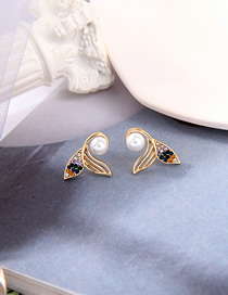 Fashion Gold Color Fishtail Pearl And Diamond Alloy Earrings