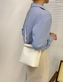 Fashion White One-shoulder Portable Pu Messenger Bag