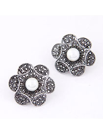 American Silver Color Pearl Decorated Flower Design Alloy Stud Earrings
