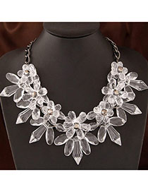 Active White Flower Shape Decorated Simple Design Alloy Bib Necklaces