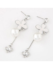 Sweet White Pearl Decorated Clover Shape Design