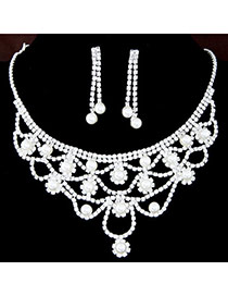 Elegant Silver Color Pearl Decorated Hollow Out Collar Design