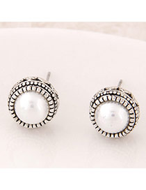 Sweet White Pearl Decorated Round Shape Design