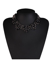 Elegant Black Oval Diamond Decorated Collar Design Alloy Bib Necklaces