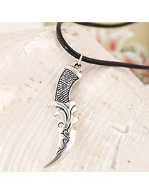 Vintage Silver Color Metal Crescent Moon Pendeant Decorated Simple Necklace