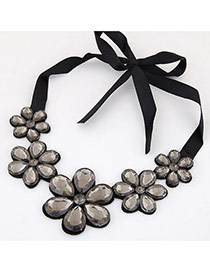 Elegant Gray Five Gemstone Flower Decorated Short Chain Necklace