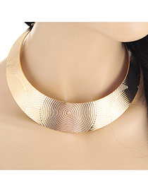 Retro Gold Color Sprial Shape Pattern Decorated Collar Necklace
