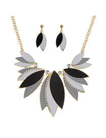 Sweet Black Leaf Shape Pendant Decorated Short Chain Jewelry Sets