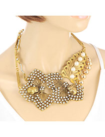 Elegant Gold Color Maple Leaf Shape Decorated Short Chain Necklace