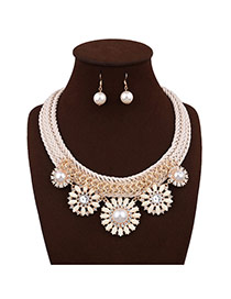 Elegant Beige Round Shape Pearl Decorated Simple Hand-woven Necklace