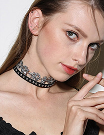 Exaggerated Black Rivet&diamond Decorated Double Layer Choker