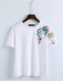 Fashion White Embroidery Flower Decorated Round Neckline T-shirt