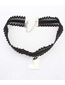 Vintage Black Metal Heart Shape Decorated Hollow Out Choker